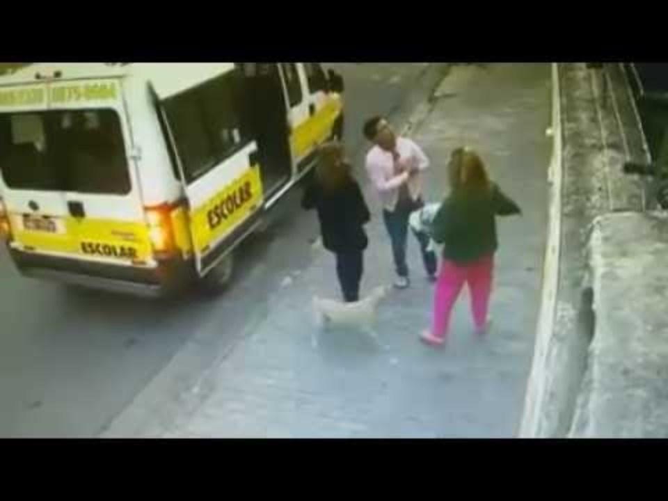 Assaltantes abordam van escolar em Belo Horizonte